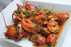 Homard Á L'Américaine (Lobster w/ Wine, Tomatoes, Garlic & Herbs)